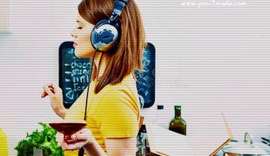 Yemek Yaparken Şarkı Söylemek ve Müzik Dinlemenin Faydaları